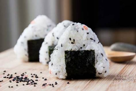 simple-onigiri-rice-ball-snack-13