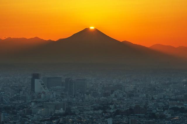 """[HỌC SONG NGỮ CÙNG TIN TỨC NHK]-Ngắm """"Kim cương Phú sĩ"""" tuyệt mĩ ở tỉnh Yamanashi."""
